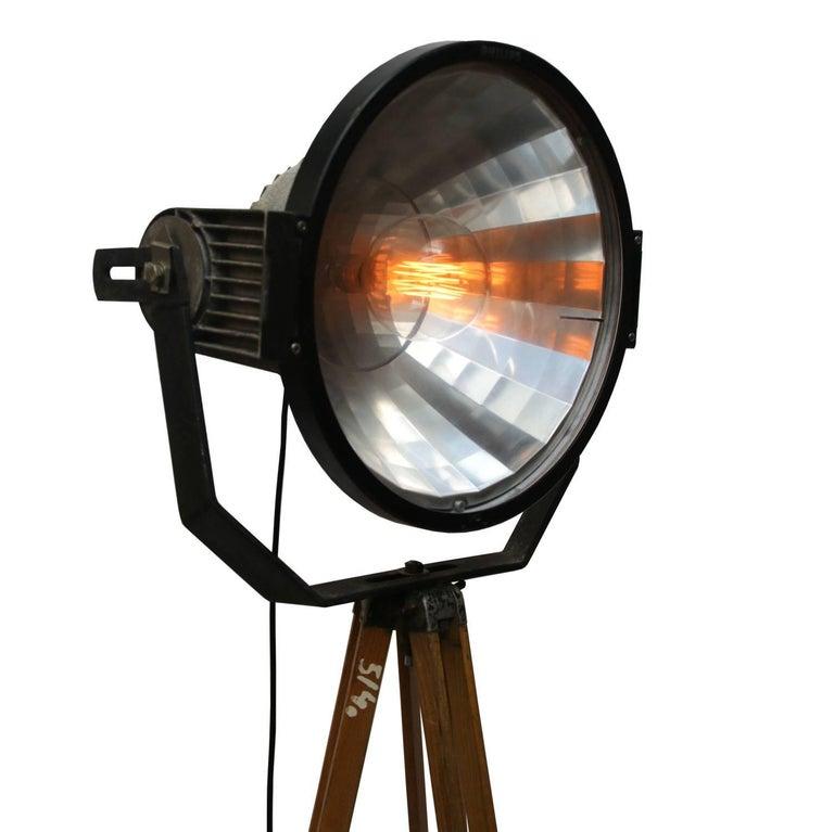 Vintage Stadium Lights: Vintage Industrial Stadium Spotlight Wooden Tripod (49x