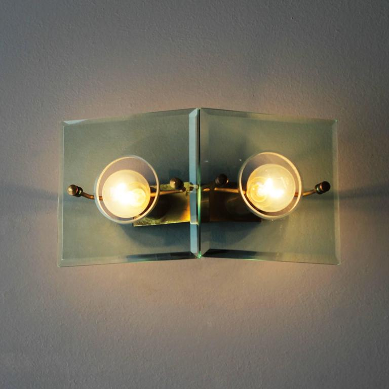 Mid-Century Modern Italian Brass and Cut-Glass Sconce by Arredoluce For Sale