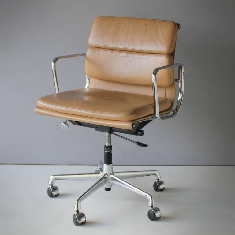 Mid Century Modern Eames Ea 217 Soft Pad Chair For