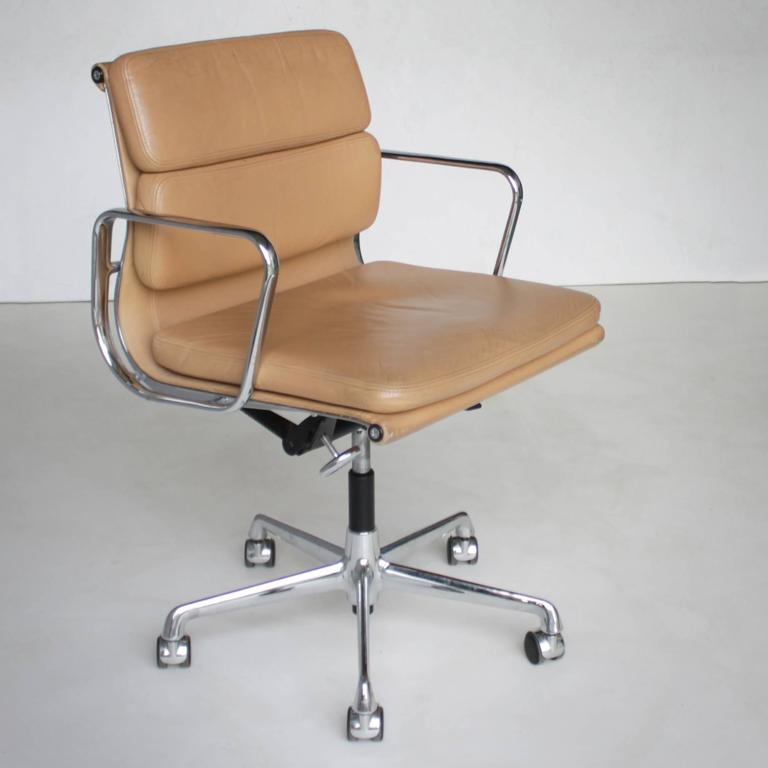 eames ea 217 soft pad chair at 1stdibs. Black Bedroom Furniture Sets. Home Design Ideas