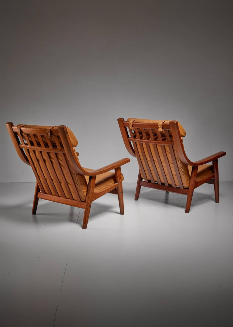 Hans Wegner Pair of Lounge Chairs, Denmark, 1970s In Good Condition For Sale In Maastricht, NL