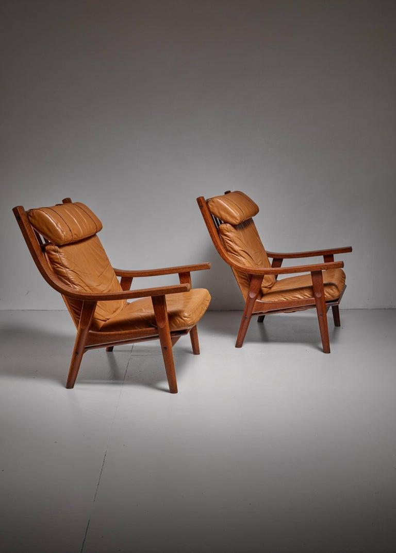 Scandinavian Modern Hans Wegner Pair of Lounge Chairs, Denmark, 1970s For Sale