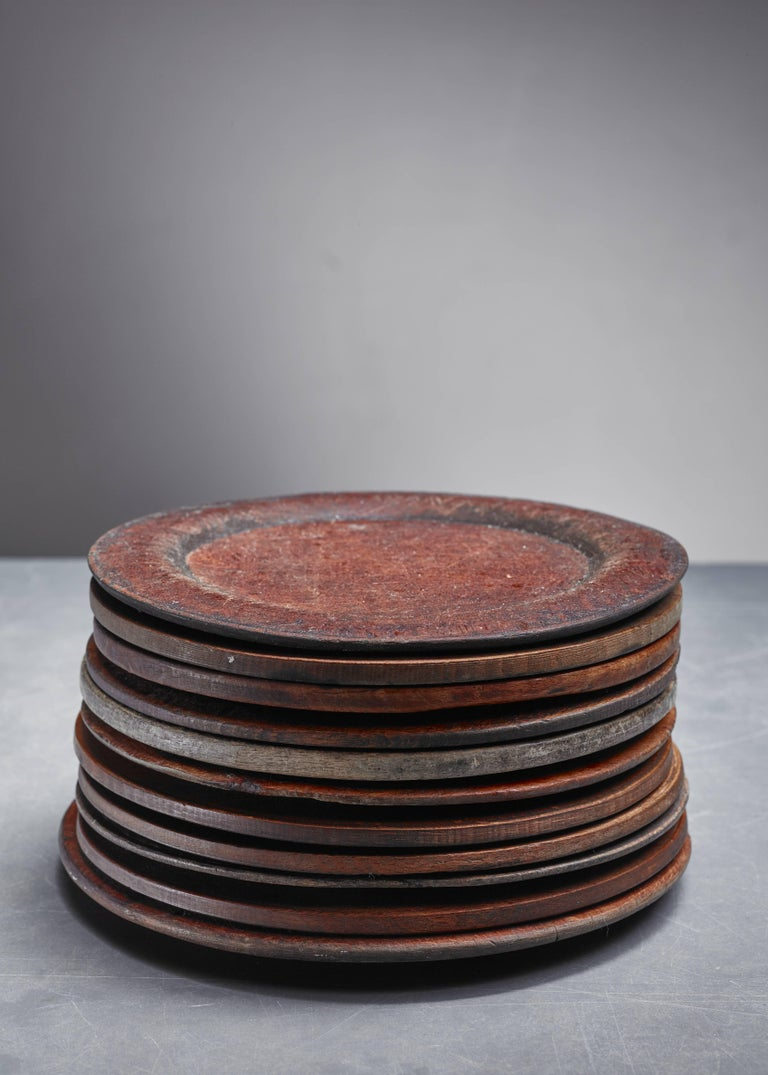 A set of 11 wooden Folk Art dinner plates from Sweden. The diameter of the plates varies between 18 and 20.5 cm.