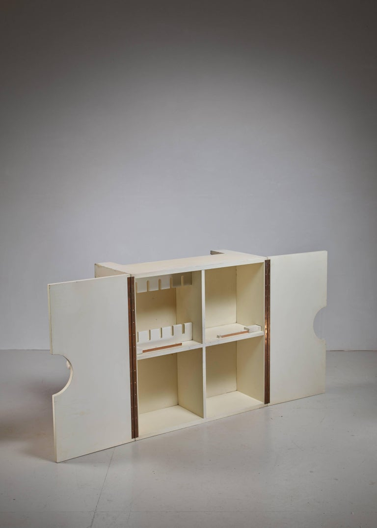 White Wooden Bar or Table with Inside Storage, Brianza, 1966 In Excellent Condition For Sale In Maastricht, NL
