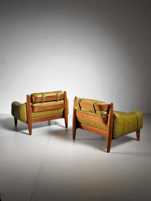 Mid-Century Modern Pair of Oak Lounge Chairs with Green Leather Cushions For Sale