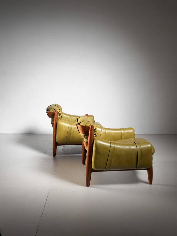Mid-20th Century Pair of Oak Lounge Chairs with Green Leather Cushions For Sale