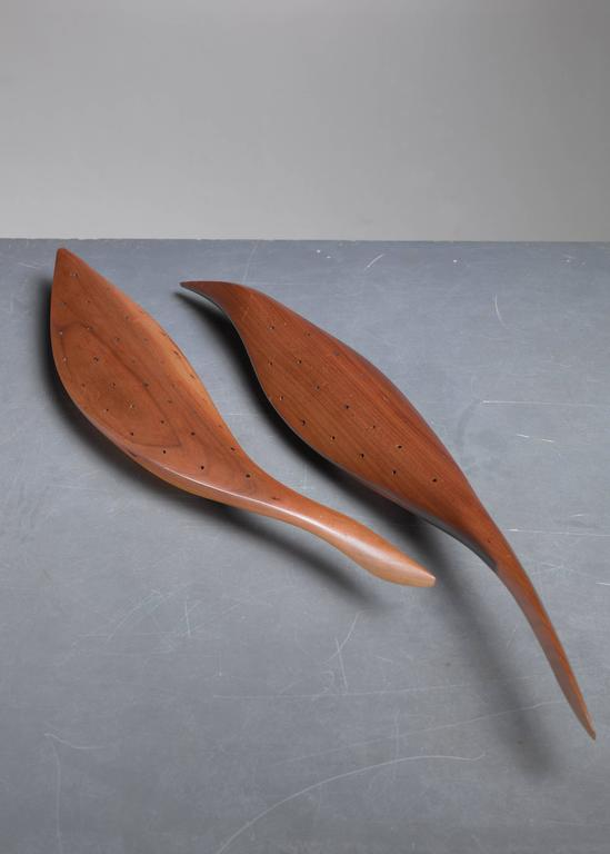 American Craftsman Emil Milan Pair of Carved Walnut hors d'oeuvres Servers, USA, 1960s For Sale