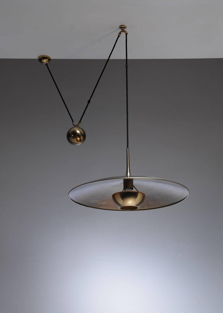 Mid-Century Modern Florian Schulz Brass Onos Pendant with Counterweight, Germany, 1970s For Sale