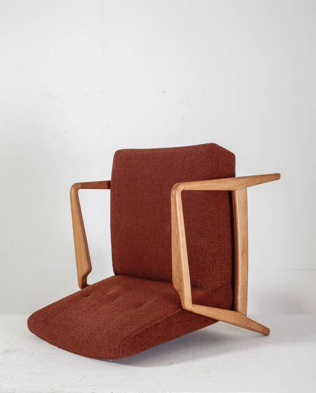 Jens Risom Walnut Lounge Chair with Red-Brown Wool Cushions, USA, 1950s In Excellent Condition For Sale In Maastricht, NL