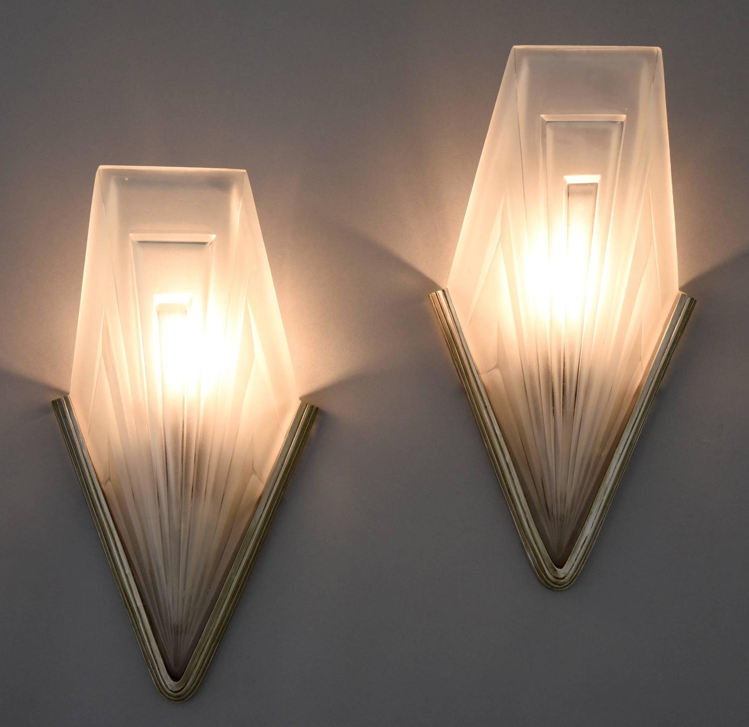 Bronze Glass Wall Lights : French Art Deco Bronze and Glass Wall Lights by Degu?, 1930 For Sale at 1stdibs