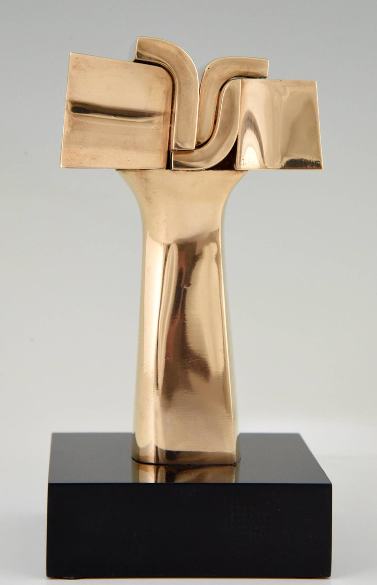 Beautiful bronze seventies sculpture by the Spanish artist José Luis Sanchez.  Signature/ Marks: José Luiz Sanchez