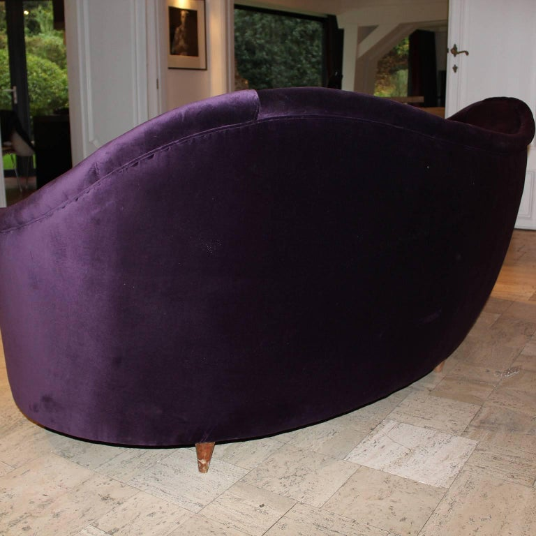 Mid-20th Century Curved Italian Sofa in Aubergine Velvet For Sale