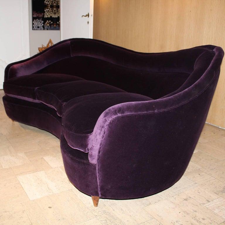Curved Italian Sofa in Aubergine Velvet For Sale 1