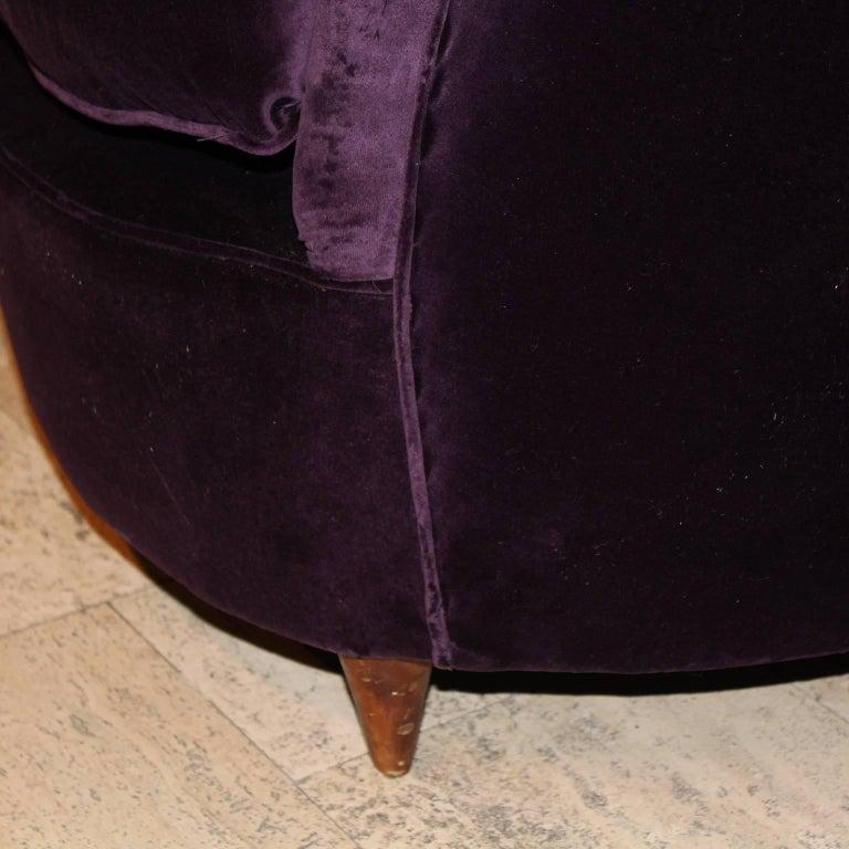 Curved Italian Sofa in Aubergine Velvet For Sale 2