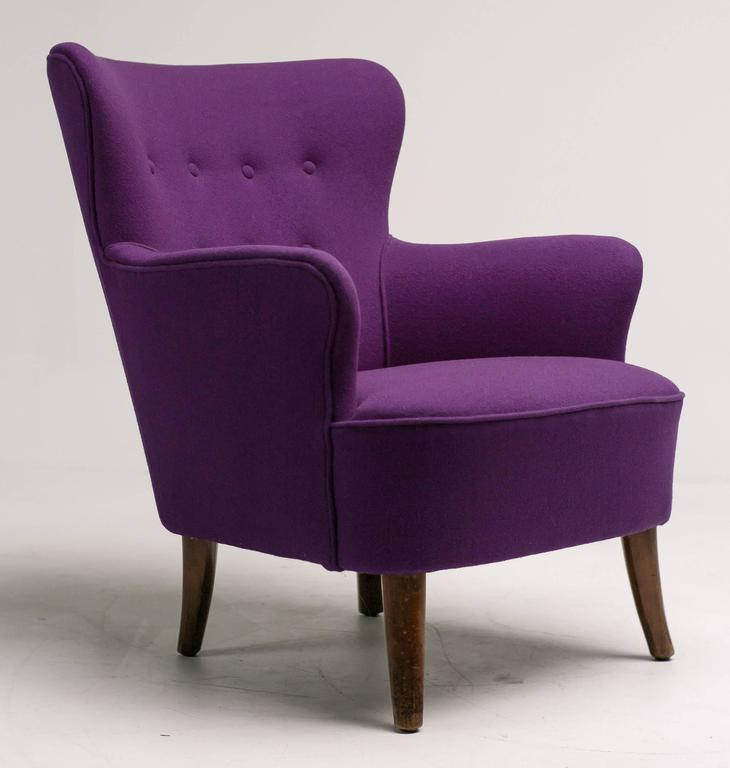 Mid-Century Modern lounge chair designed by Theo Ruth for Artifort, the Netherlands. Original frame, new beautiful purple Kvadrat Tonus wool upholstery. The fabric is flawless, the legs have several rubs and marks, but nothing serious.