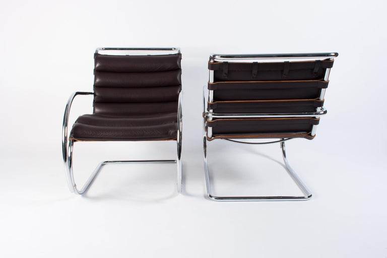 Bauhaus Pair of Dark Brown Leather MR Lounge Armchairs by Mies Van Der Rohe for Knoll For Sale