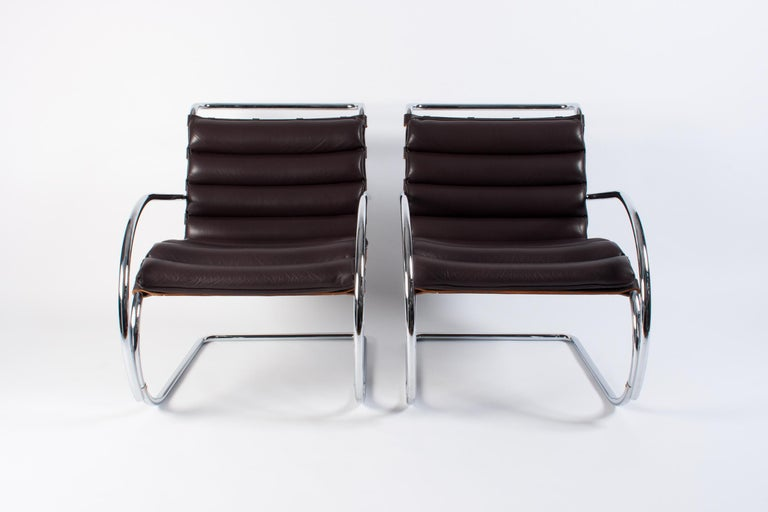 Pair of Dark Brown Leather MR Lounge Armchairs by Mies Van Der Rohe for Knoll In Excellent Condition For Sale In Dronten, NL