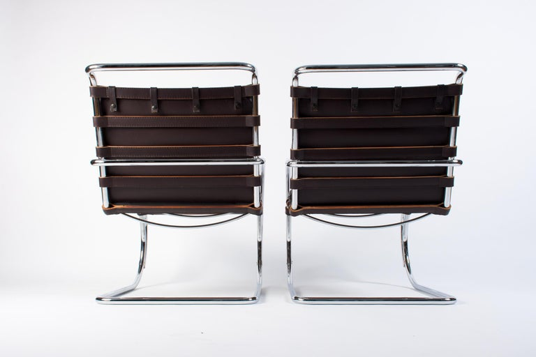 Contemporary Pair of Dark Brown Leather MR Lounge Armchairs by Mies Van Der Rohe for Knoll For Sale