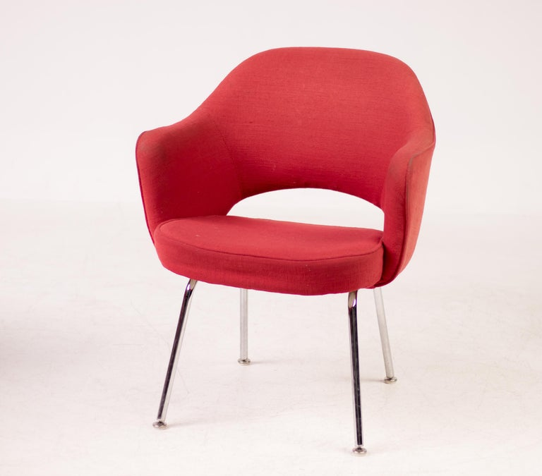 Featured in nearly all Florence Knoll-designed interiors, the Saarinen Executive chair has remained one of Knoll's most popular designs for nearly 70 years. The design, which is now found in dining rooms as often as it is in offices, transformed the