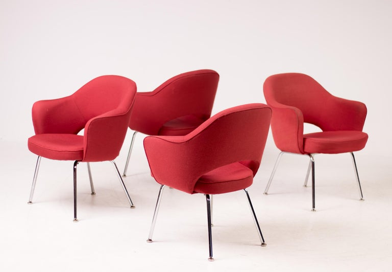 Mid-20th Century Set of Four Saarinen Executive Armchairs by Knoll International For Sale
