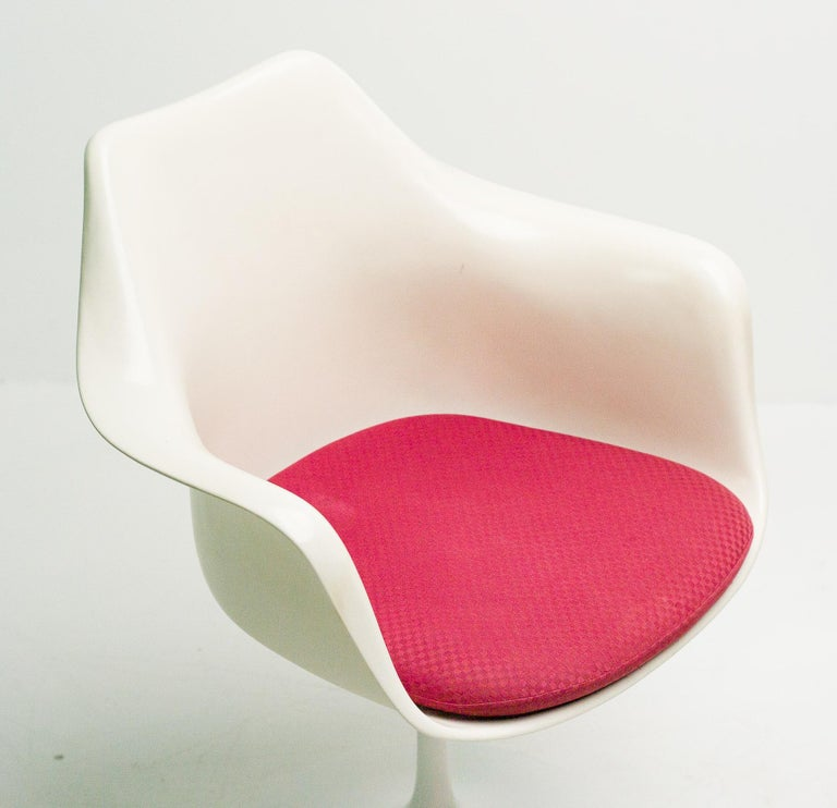 Lacquered Early 1950s Set of Saarinen Model 150 Tulip Armchairs For Sale
