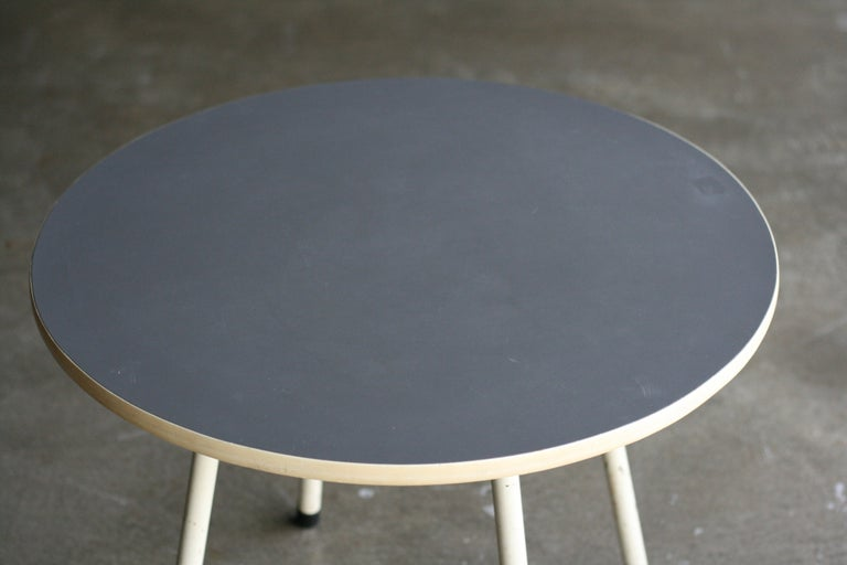 Nice Mid-Century Modern side table with linoleum top designed by W.H. Gispen.