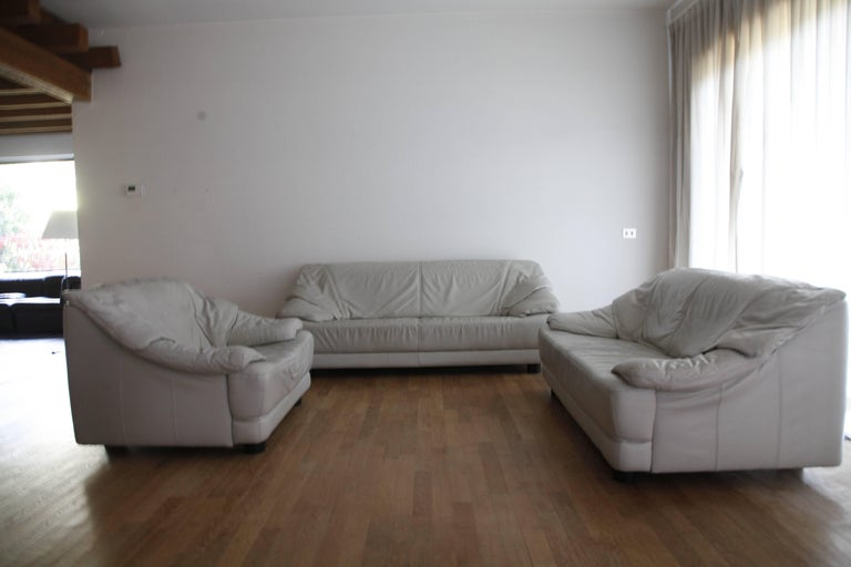 Italian Glamorous Lounge White Leather Living Room Set Mid-Century Modern, Italy, 1970s For Sale