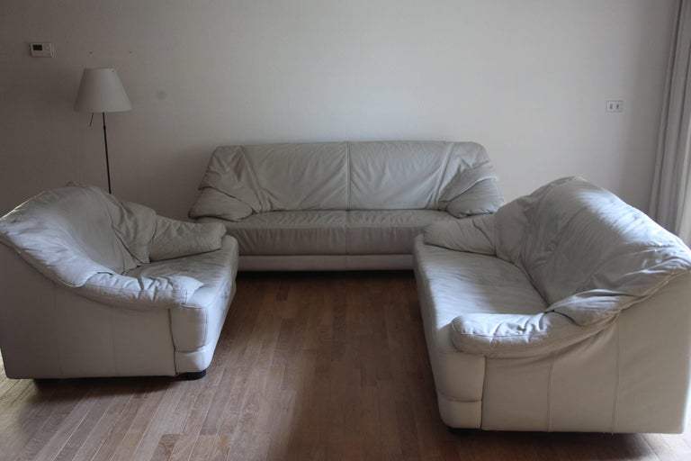 This set in white leather of a three-seat a two-seat and a single-seat designed in Italy, 1970s in style of Cassina is a beautiful setting for your gallery, living room or office and very comfortable.