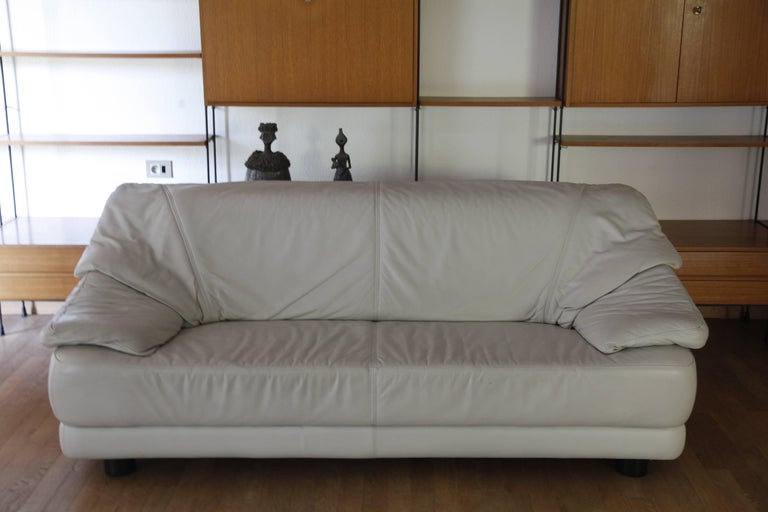 Glamorous Lounge White Leather Living Room Set Mid-Century Modern, Italy, 1970s For Sale 3