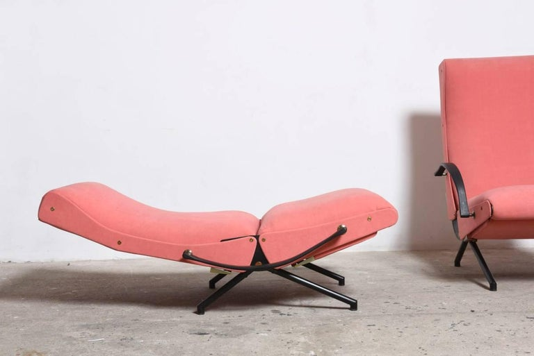 Pink fabric Osvaldo Borsani, P40 Lounge Chair for Tecno, Italy In Excellent Condition For Sale In Antwerp, BE
