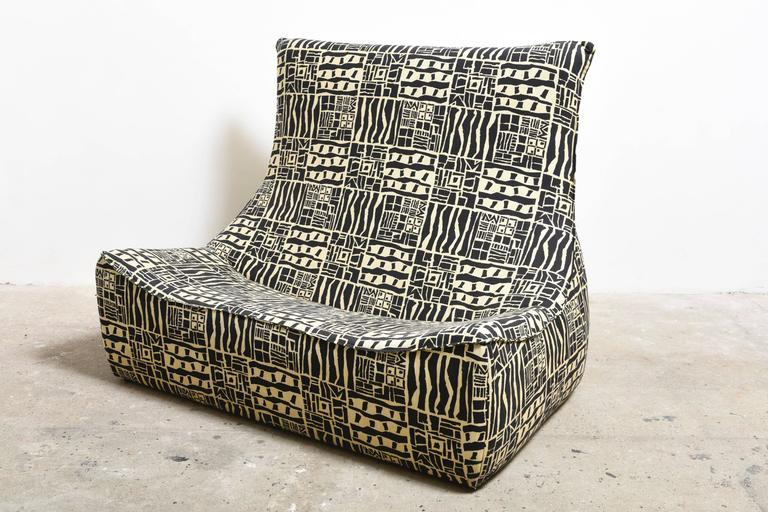 Fabulous 1980s printed canvas sofa from the Rock series. 