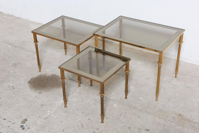 Set of Three French Mid-Century Brass and Glass Nesting Tables In Excellent Condition For Sale In Antwerp, BE