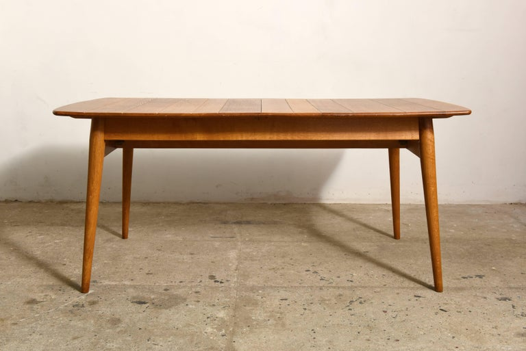 Beautiful hand crafted solid teak rectangular table to be extended with an intermediate leaf of 46 cm to a total length of 214 cm with an accent of tapered legs which gives the table an elegant look, the top of the table is a piece of solid teak