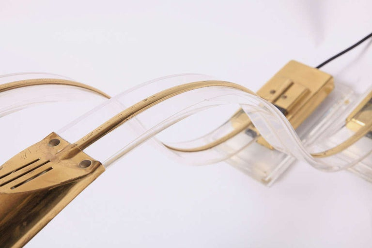 Polished Set of Two 1970s Italian Modern Brass, Lucite Desk Lamps For Sale