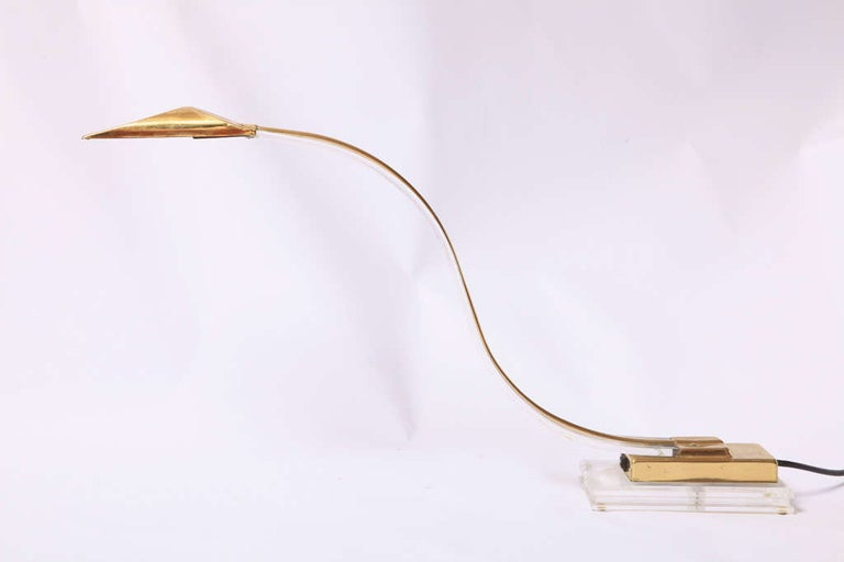 Set of Two 1970s Italian Modern Brass, Lucite Desk Lamps In Good Condition For Sale In Antwerp, BE