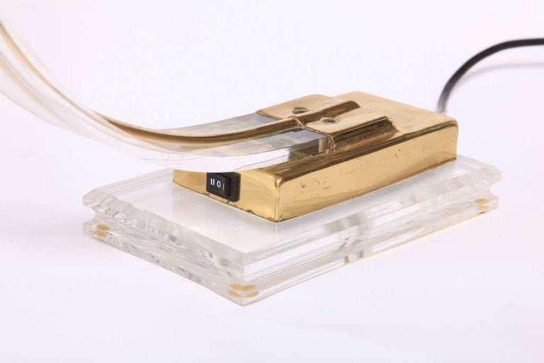 Late 20th Century Set of Two 1970s Italian Modern Brass, Lucite Desk Lamps For Sale