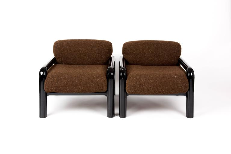 A Set Of Two Knoll Lounge Chairs. The Alumium Framers Are Black Painted. The