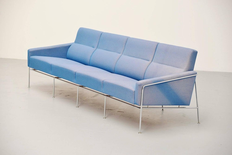 arne jacobsen sofa model 3300 4 fritz hansen denmark 1957 for sale at 1stdibs. Black Bedroom Furniture Sets. Home Design Ideas