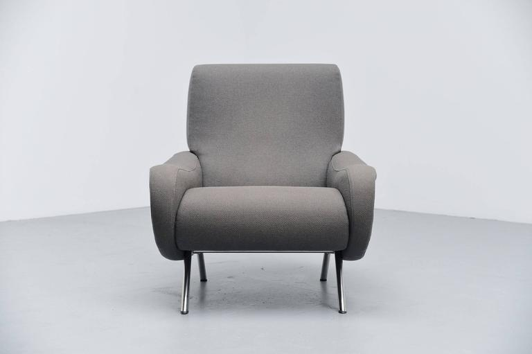 Iconic so called 'Lady chair' designed by Marco Zanuso and manufactured by Arflex, Italy, 1951. This lady chair has chrome-plated legs and original upholstery in grey. The upholstery is in amazing condition still and the foam is excellent too. This