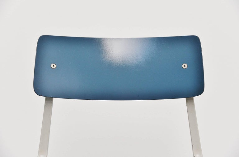 Friso Kramer Revolt Folding Chair for Ahrend de Cirkel, 1953 In Fair Condition For Sale In Roosendaal, Noord Brabant