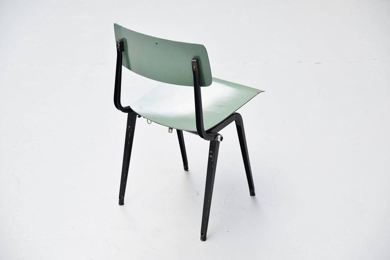 Friso Kramer Revolt Folding Chairs for Ahrend de Cirkel 1953 In Excellent Condition For Sale In Roosendaal, Noord Brabant