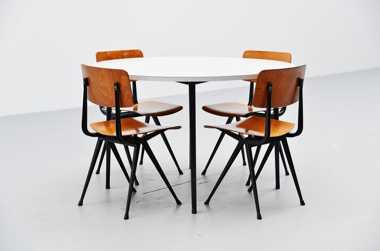Friso Kramer Round Reform Table Ahrend de Cirkel, 1955 In Excellent Condition For Sale In Roosendaal, Noord Brabant