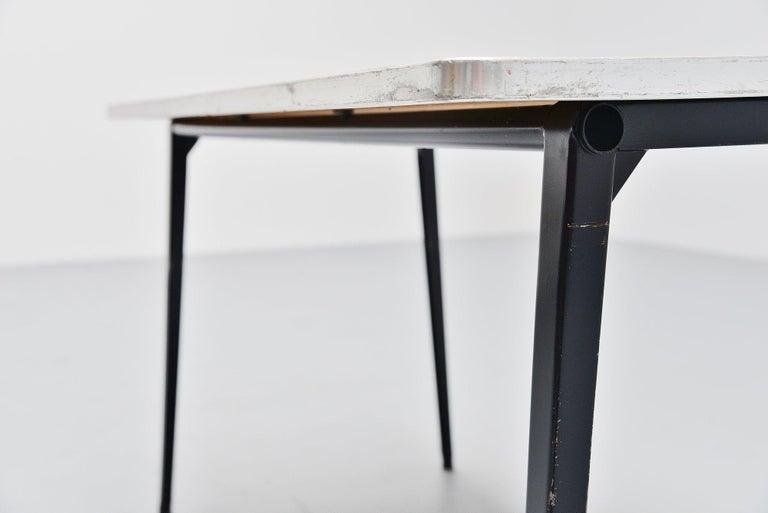 Friso Kramer Reform table Ahrend de Cirkel, 1955 In Fair Condition For Sale In Roosendaal, Noord Brabant