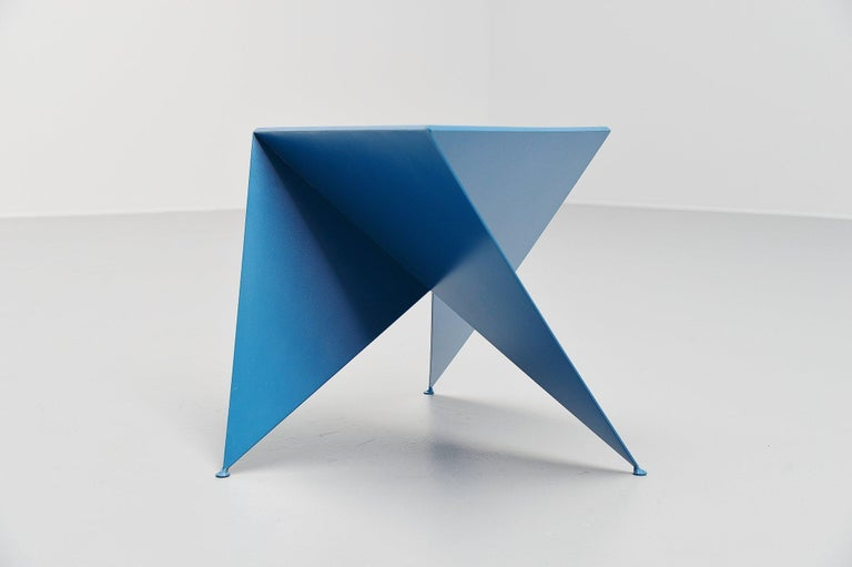 Ronald Willemsen Blue Side Table Rotterdam, 1982 In Good Condition For Sale In Roosendaal, Noord Brabant
