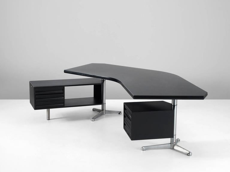 Mid-Century Modern Osvaldo Borsani Boomerang T-96 Desk for Tecno Milano For Sale