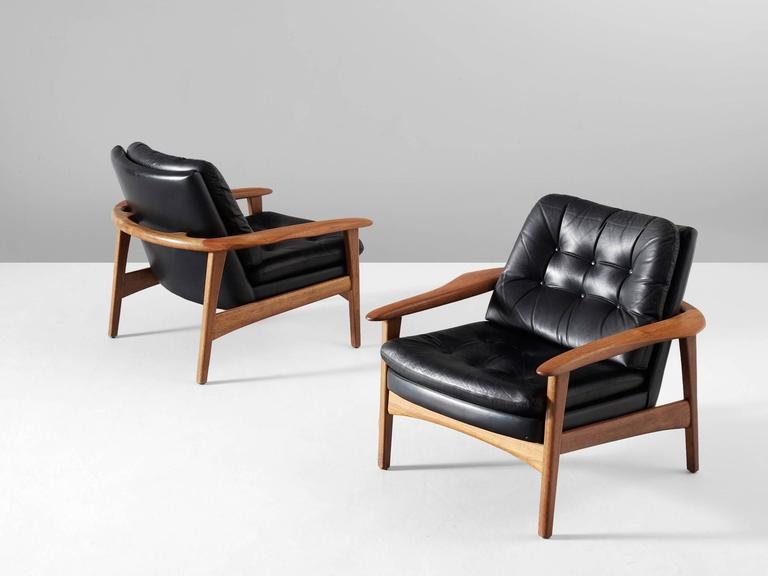 Exceptional Scandinavian Modern Pair Of Scandinavian Armchairs In Teak And Black  Leather For Sale