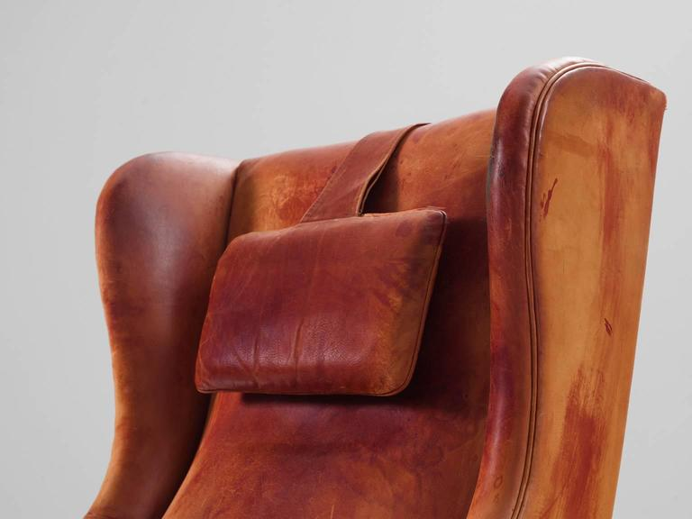 Frits Henningsen Wingback Chair and Ottoman in Original Cognac Leather In Good Condition For Sale In Waalwijk, NL