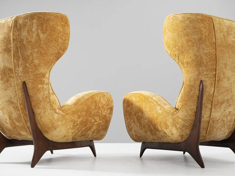 Large Italian Wingback Chairs in Golden-Yellow Upholstery In Good Condition For Sale In Waalwijk, NL