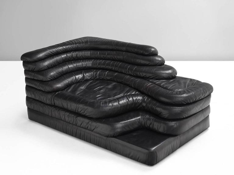 DS1025 'Terrazza' landscape element, in black leather, by Ubald Klug for De Sede, Switzerland, 1970s. 
