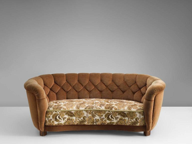 Superbe This Curved Little Sofa Is Well